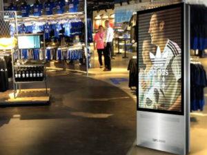 imagen de mupi de interior en centro comercial para blog de noticias