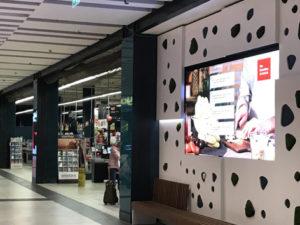 pantalla led interior en supermercado eroski de málaga