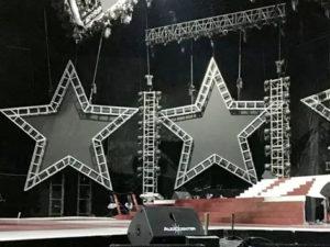 pantallas especiales de led con forma de estrella en escenario